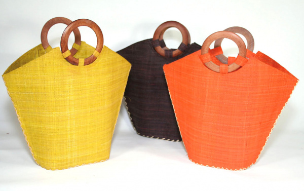 Trapeze bag with wooden handles -  voir en grand cette image
