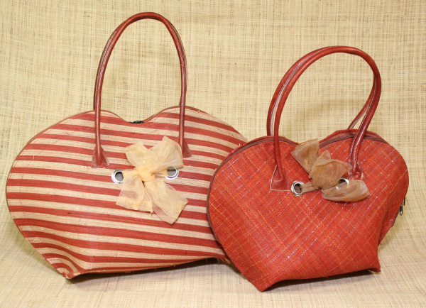 Malagasy woman bag, leather handles -  voir en grand cette image